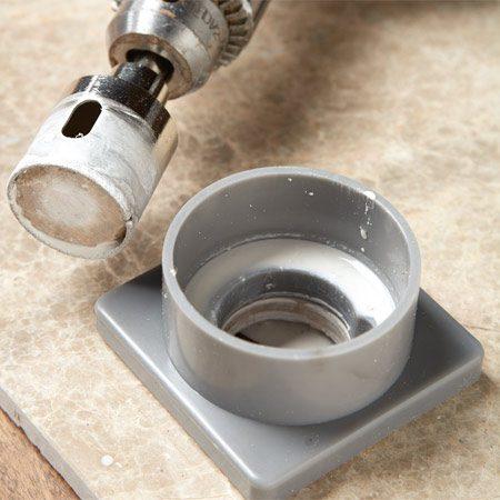 <b>Diamond hole saw</b></br> Diamond hole saws bore through hard tiles and stone easily.