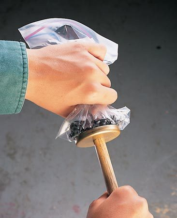 <b>Plastic bag over magnet makes unloading easy</b></br>