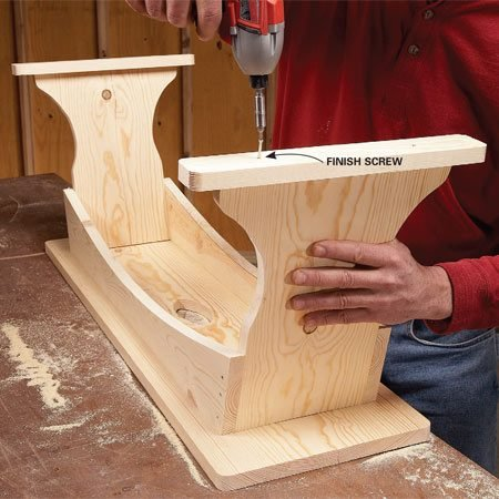 <b>Photo 6: Assemble the bench</b></br> First attach the stretchers to the legs. Then screw the bench seat to the legs and stretchers, and finally, center and screw the feet to the legs.