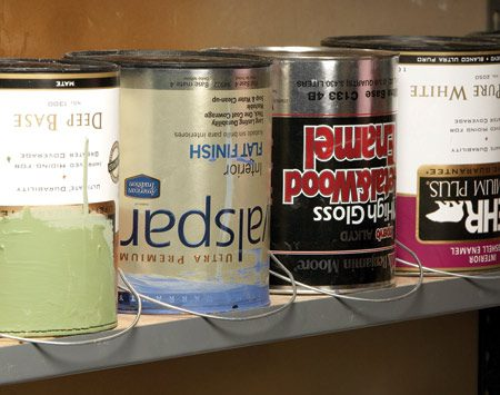 <b>Storage</b></br> With the lid tightly sealed, flip the can upside down for storage.