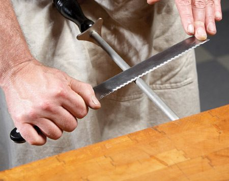 <b>Photo 3: Then knock off the burrs</b></br> When you're satisfied, pull the flat side of the knife along the rod to knock off all the burrs. Now your knife is sharp.