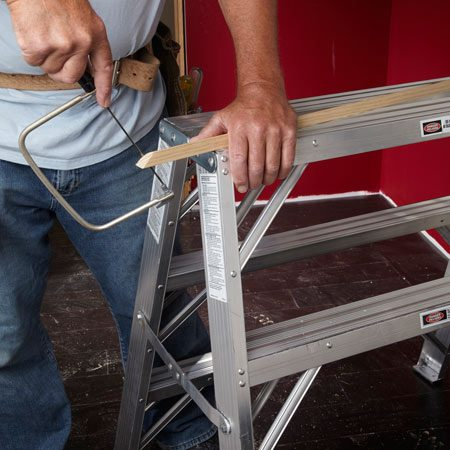 <b>Work surface</b></br> The flat ladder top is perfect for small jobs like sawing.