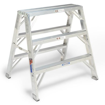 <b>Wide support</b></br> The extra width and load capacity makes the ladder stable enough for scaffolding.