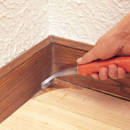 <b>Scraping a corner</b><br/>Use a carbide scraper to remove finish from corners.