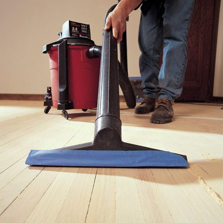 <b>Vacuuming dust and grit</b><br/>Vacuum after each sanding to pick up coarse grit left on the floor.