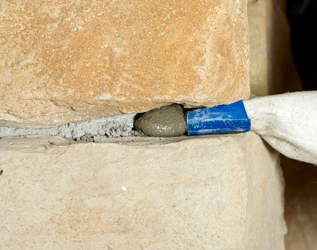<b>Avoid hollow joints</b></br> Fill joints completely. The grout will soon fall out of partially filled joints.