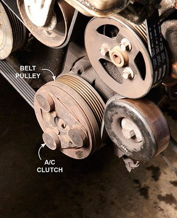 <b>Photo 3: Check the compressor clutch</b></br> Examine the center of the A/C compressor to see if the clutch is spinning or stationary. Don't confuse the clutch with the belt pulley.