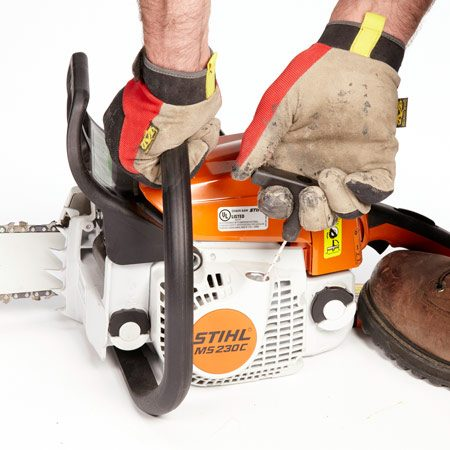 <b>Easier pull starting</b></br> Saws have various systems to ease the efforts of pull starting. Test-pull various saws.