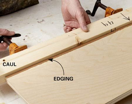 <b>Gluing a thin edging</b></br> A caul spreads the clamping pressure more evenly over the thin edging.