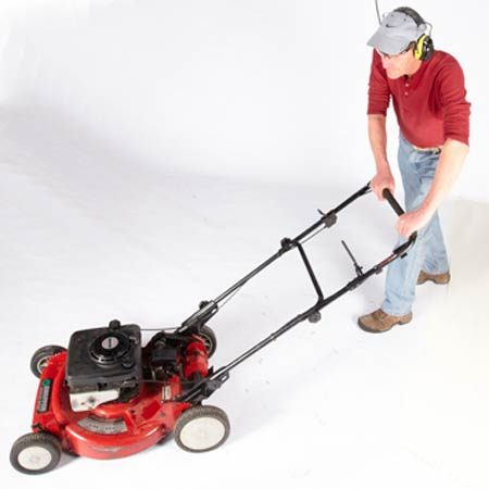 <b>Mow without a clipping bag</b></br> Mow frequently and let the grass clippings build better soil conditions.