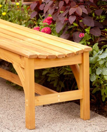 <b>Finished garden bench</b></br> The curved seat adds comfort and the angle braces strengthen the legs.