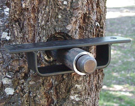 <b>Floating bracket support</b></br> Allow for flexible supports, especially if you use more than one tree, so that trees can move in the wind. Special floating brackets allow the tree to sway.