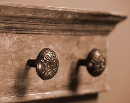 <b>Doorknob hooks </b></br> Doorknobs are nice hooks for towels and clothing. If possible, mount them on old style spindles.
