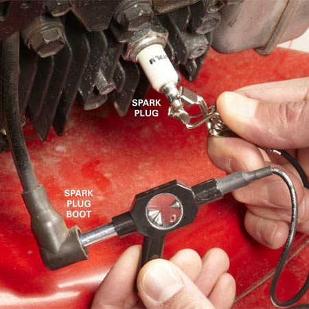 <b>Testing the ignition coil and the spark plug</b></br> Connect the tester between the spark plug boot and the spark plug. Then start the engine and watch the tester.