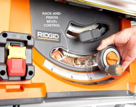 <b>Blade tilt and raise mechanism</b></br> The Ridgid saw features a rack-and-pinion tilt adjustment.