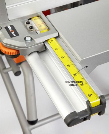 <b>Continuous fence scale</b></br> On this Ridgid saw you read the fence to blade measurement wherever you set the fence.