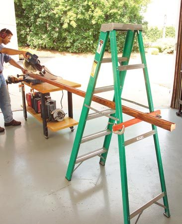 <b>Ladder support</b></br> Use a ladder as a pair of extra hands when cutting long stuff.