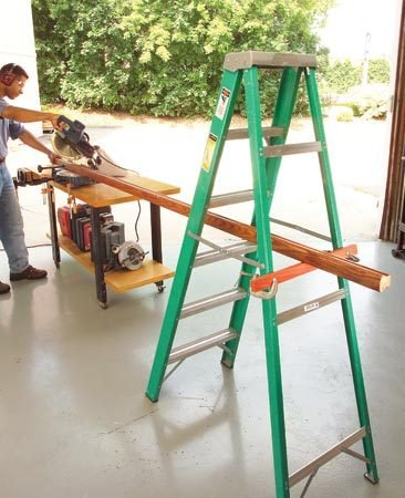 <b>Ladder support</b><br/>Use a ladder as a pair of extra hands when cutting long stuff.