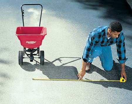 <b>Calibrate your spreader</b></br> Measure the spread of your broadcast spreader to avoid over-fertilizing.