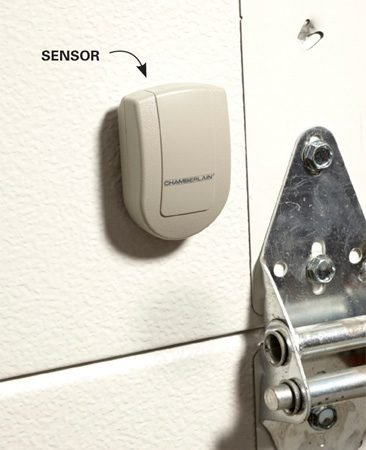 <b>Garage door sensor</b></br> The sensor sends a signal to the monitor, telling you whether the door is open or closed.