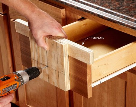 <b>Quick DIY template</b><br/>If you don't have a template, make one. This simple template consists of two pieces of wood and takes only a few minutes to make. This same template can be used for almost any size door and most hardware sizes.