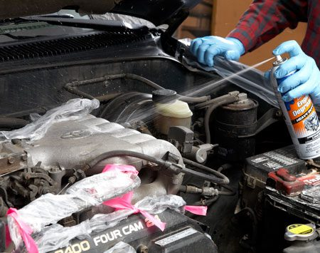 <b>Photo 4: Spray, soak and rinse</b></br> Spray the degreaser over the entire engine and let it soak for the recommended time. Apply additional coats (if needed) to really greasy areas. Then rinse with a water mist, using as little water as possible.