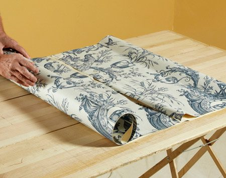 <b>Roll the paper</b></br> After you've folded a length of paper, roll it. Set each roll in front of the wall where it's going to be hung.