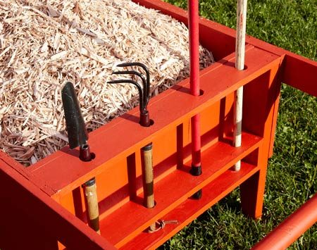 <b>Onboard tool storage</b></br> Built-in holder keeps all kinds of garden tools handy, from trowels to rakes.
