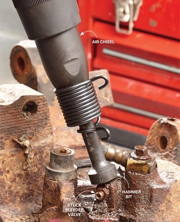 <b>Free up rusted fasteners easily</b><br/><p>Slap this hammer bit into any air hammer and watch the rust leap off any frozen part.</p>