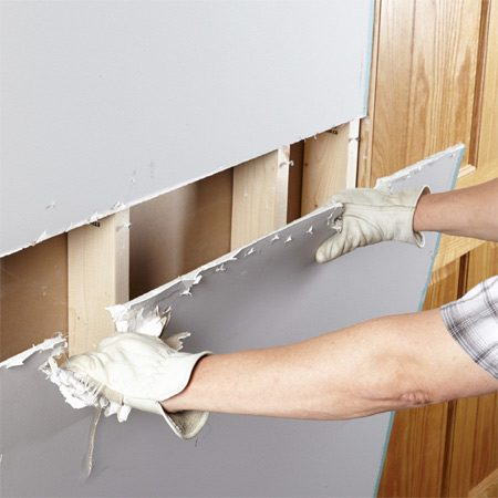 <b>Remove drywall the easy way, part 1</b><br/>Remove drywall in big pieces if you can.