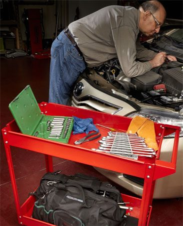 <b>Tools where you need them</b><br/>In the old days you laid your tools out on a fender pad. Try that on a late-model vehicle with a sloped fender and you'll find your tools on the floor. So buy a rolling cart and keep all your tools right at your fingertips.