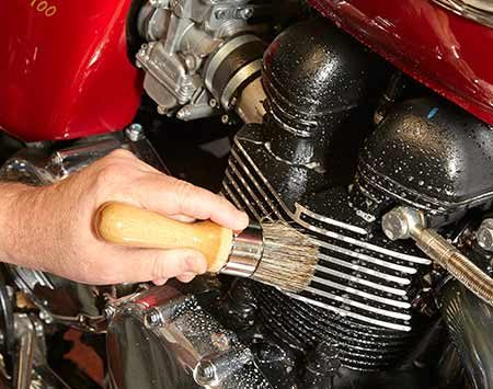 <b>Photo 4: Clean the engine and drivetrain</b></br> <p>Spray cleaner on all engine and drivetrain components and let it penetrate for about one minute. Brush the greasy areas with a boar-bristle brush. Rinse off the cleaner. Blow dry. Repeat if necessary.</p>