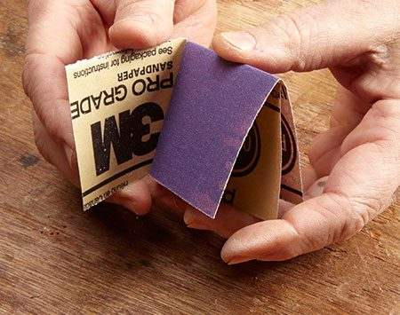 <b>Photo 4: Fold one half of the sandpaper inside the other</b></br>