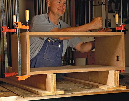 <b>Unobtrusive supports</b></br> <p>Use them to raise a project off the bench for clamping. You can also screw parts to them to keep things flat.</p>