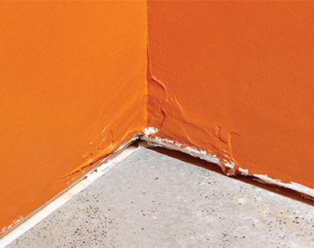 <b>Problem: Sloppy mud in corners</b></br>  Lumps and ridges will lead to gapped or tilted baseboard and open joints.