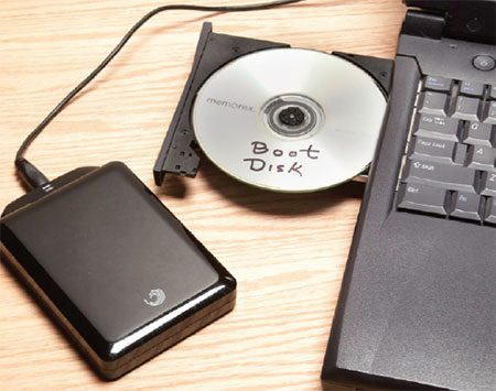 <b>Photo 1: Make a boot disk and a backup</b></br> <p>Plug in the external drive and  boot the computer with the imaging software disk. Then create an exact  duplicate of your hard drive on the external drive. Use the imaging software to  burn an emergency boot disk. </p>