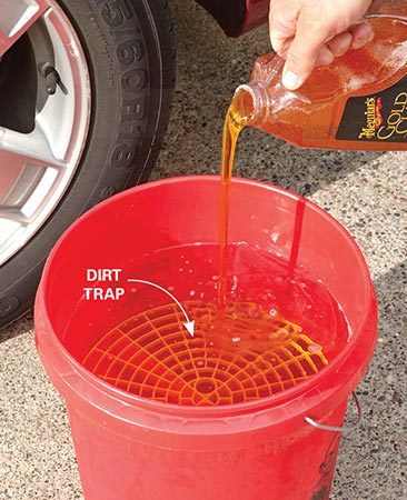 <b>Prepare the wash bucket</b><br/><p>Drop a dirt trap into each 5-gallon bucket and fill with water. Then pour the car wash soap into the wash bucket and stir with your wash mitt.</p>