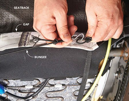 <b>Photo 4: Tighten and connect the bungee cords</b></br> <p>Pull the bungee cords to cinch the skirt on the bottom seat cover. Then connect the ends using the supplied S-hook.</p>