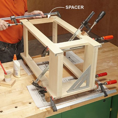 <b>Photo 8: Glue the base</b></br> <p>Glue the table's base. Clamp spacers between the legs to make sure they're parallel. Be sure the table is square.</p>