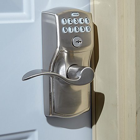 <b>Electronic door lever</b></br> <p>A Schlage electronic door lever can be operated with a key, by push-button code, or remotely.</p>