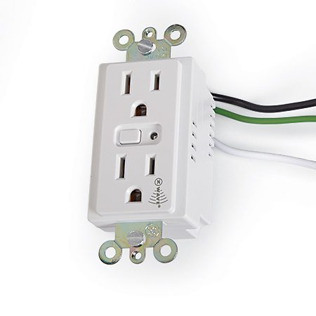 <b>Hardwired receptacle</b></br> <p>Control a GE 15-amp Iris-compatible electrical outlet with a smart phone.</p>