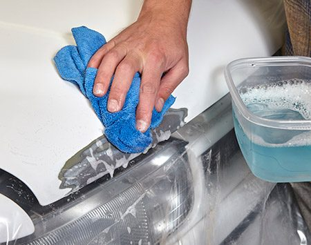 <b><b>Photo 3:</b> Clean with detergent</b></br> Clean the entire unmasked area with a grease-cutting dishwashing detergent, followed by clean rinse water. Let it dry. Then wipe the area one more time with a lint-free cloth to remove any remaining dust or lint.