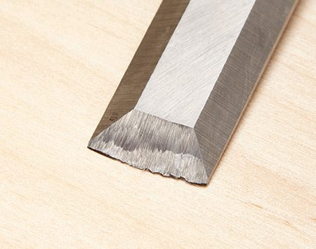 <b>Photo 8: How bad is it?</b></br> If the end of your chisel is nicked or rounded over, you'll need to reshape it with a bench grinder before sharpening.