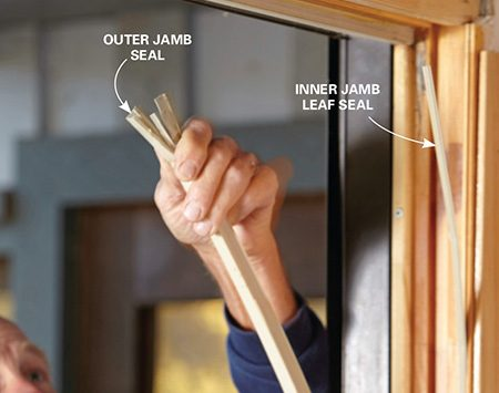 <b>Photo 4: Remove the jamb seals</b></br> <p>Grab the outer jamb seal at the top and pull it off. Then pull the leaf seal out of the inner part of the jamb.</p>