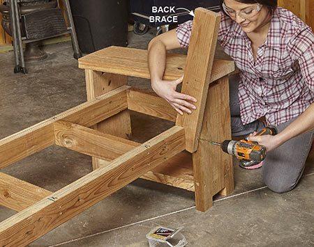 <b>Photo 6: Add the back braces</b></br> Screw the back braces to the seat frame. Make sure the tables are standing perfectly square before you screw the braces to them.