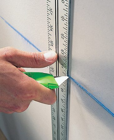 <b>Pro tip</b></br> <p>For quick rip cuts, drag your utility knife behind the T-square as you slide it along the top (nestle the blade of the knife against the ruler part of the square).</p>