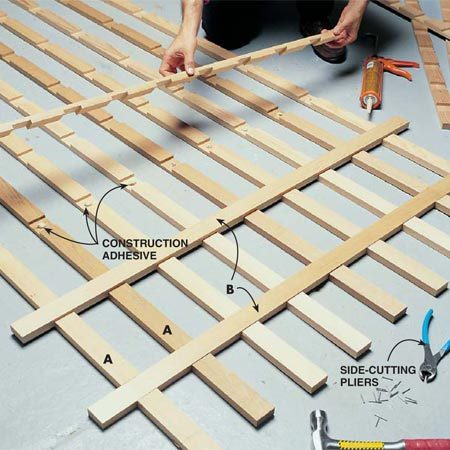 <b>Photo 3: Glue and nail the joints</b></br> Glue the horizontal strips to the vertical strips with construction adhesive. After completing the assembly, nail each joint.