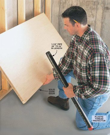 <b>Easy set-up</b><br/>It takes less than a minute to step-up this sturdy workbench.