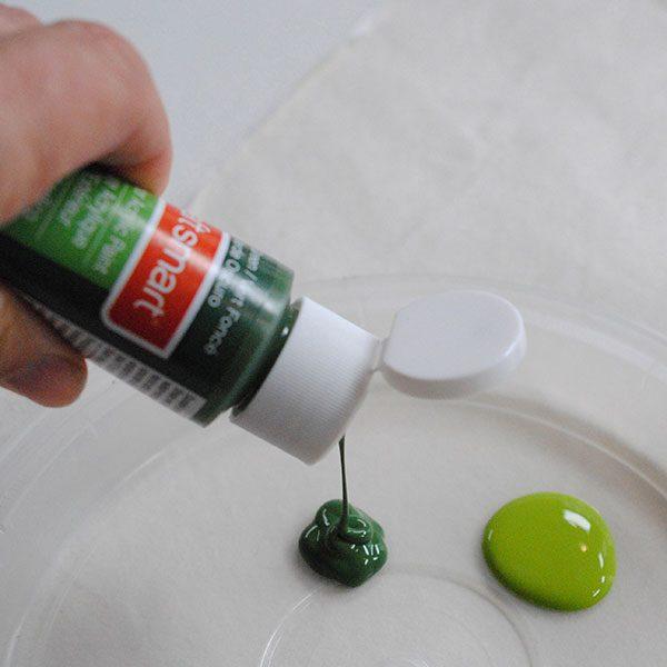 <b>Pour acrylic paint</b></br>