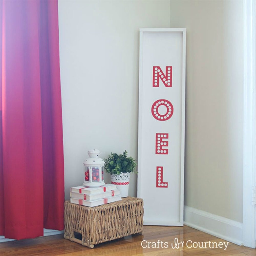 "Bold ""Noel"" Sign"